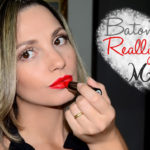 Make com batom Really Red Mary Kay