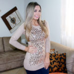 Look: bota over knee + tricô com paetê do Ali Express