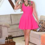 Look: Vestido pink decote coração nas costas + sandália de franjas