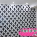 Papel de parede adesivo: antes e depois e dicas de aplicação